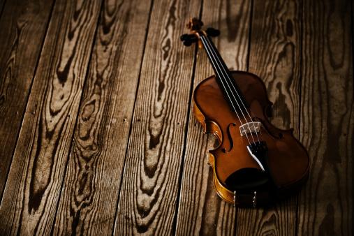 Violin「Violin on floorboards」:スマホ壁紙(16)