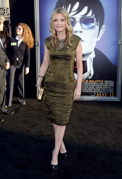"Gold Purse「Premiere Of Warner Bros. Pictures' ""Dark Shadows"" - Arrivals」:写真・画像(12)[壁紙.com]"