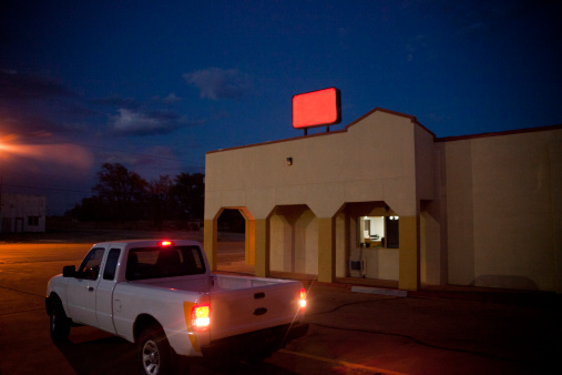 Motel「Night scene with truck and no name sign」:スマホ壁紙(10)