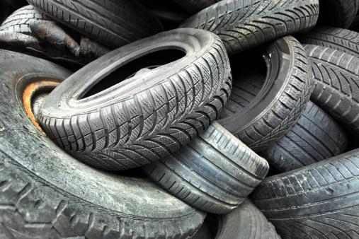 Deterioration「old used car tires」:スマホ壁紙(10)