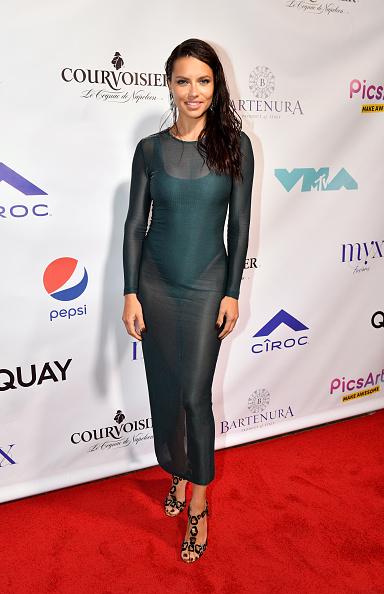 Adriana Lima「Courvoisier Cognac Celebrates Missy Elliott's Video Vanguard Award At The 2019 VMAs Afterparty」:写真・画像(19)[壁紙.com]
