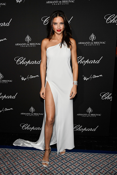 White Dress「Creatures Of The Night Late-Night Soiree Hosted By Chopard And Champagne Armand De Brignac」:写真・画像(19)[壁紙.com]