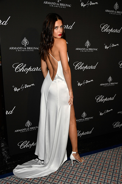 後ろ姿「Creatures Of The Night Late-Night Soiree Hosted By Chopard And Champagne Armand De Brignac」:写真・画像(17)[壁紙.com]