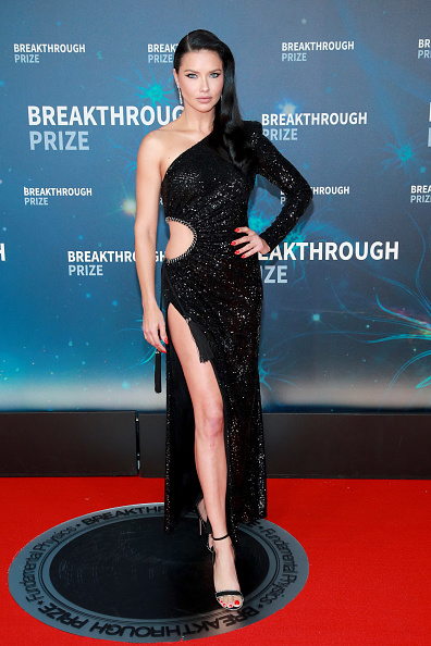 Cut Out Dress「8th Annual Breakthrough Prize Ceremony - Arrivals」:写真・画像(3)[壁紙.com]