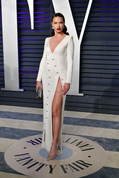 Adriana Lima「2019 Vanity Fair Oscar Party Hosted By Radhika Jones - Arrivals」:写真・画像(9)[壁紙.com]