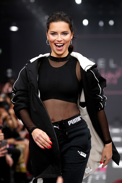 Adriana Lima「Maybelline New York Show - Berlin Fashion Week Autumn/Winter 2019」:写真・画像(19)[壁紙.com]