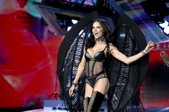 Victoria's Secret Fashion Show「2017 Victoria's Secret Fashion Show In Shanghai - Show」:写真・画像(19)[壁紙.com]