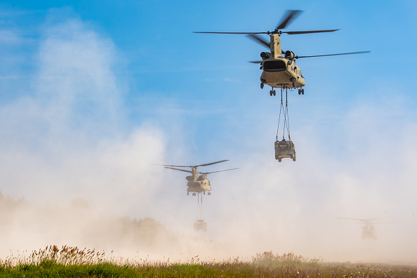 CH-47 Chinook「US Troops Participate In Saber Junction 20 Military Exercises」:写真・画像(13)[壁紙.com]