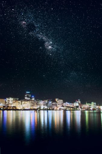 天の川「Wellington 街の星空の下で」:スマホ壁紙(1)