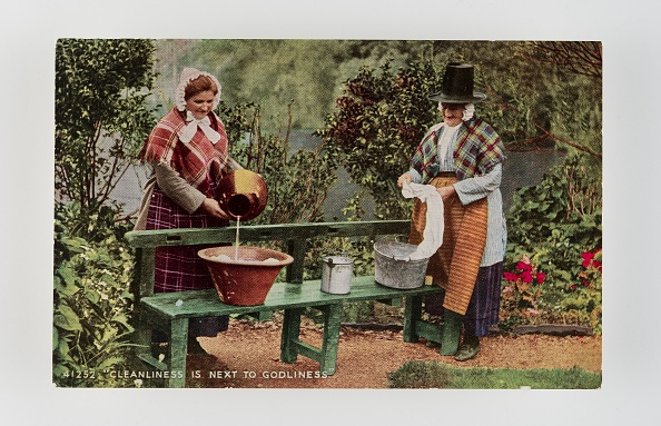 Bench「Cleanliness Is Next To Godliness.  Women In Welsh Costume Washing In Tubs On Bench」:写真・画像(1)[壁紙.com]