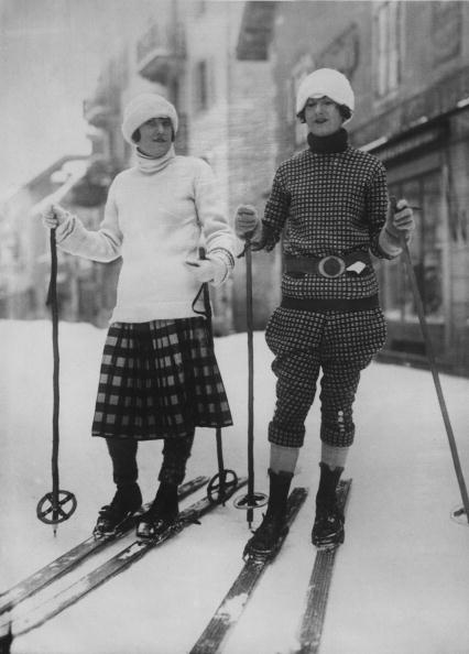 Ski Pole「Ski Fashions」:写真・画像(3)[壁紙.com]