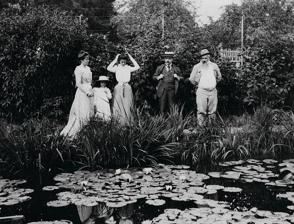 風景(季節別)「Germaine HoschedÈ Lili Butler Mme Joseph Durand-Ruel Georges Durand-Ruel And Claude Monet At The」:写真・画像(11)[壁紙.com]