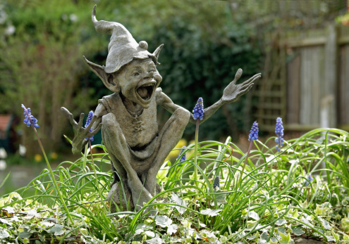 Goblin「UK, England, Isabel's Goblin sculpture by David Goode in suburban garden」:スマホ壁紙(5)
