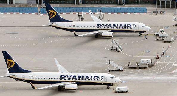 飛行機「Aerial Views Of Frankfurt-Hahn Airport」:写真・画像(13)[壁紙.com]