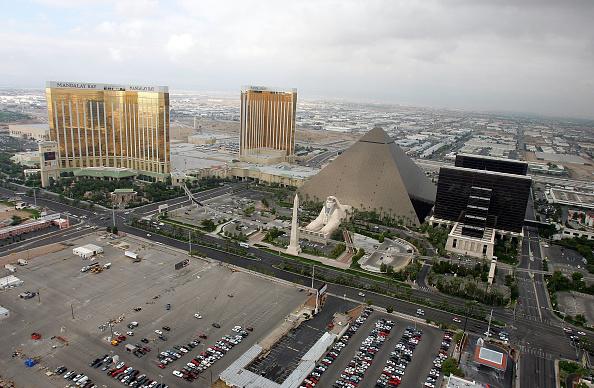 Mandalay Bay Resort and Casino「Las Vegas Strip Exteriors」:写真・画像(9)[壁紙.com]