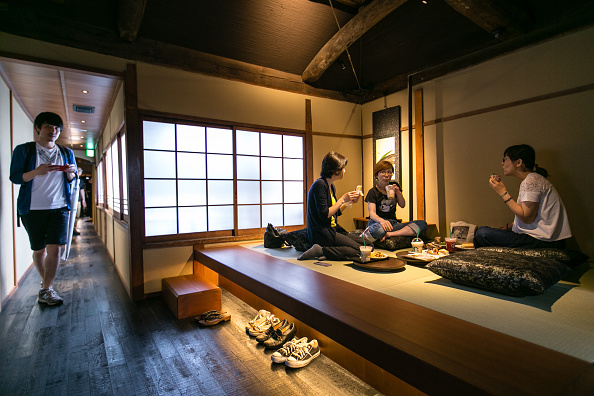 Finance and Economy「Starbucks Opens Tatami-matted Tea-house Style Store In Historic Kyoto」:写真・画像(2)[壁紙.com]