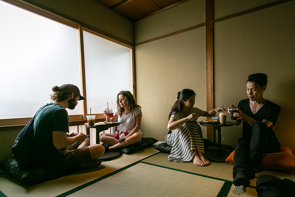 Finance and Economy「Starbucks Opens Tatami-matted Tea-house Style Store In Historic Kyoto」:写真・画像(12)[壁紙.com]