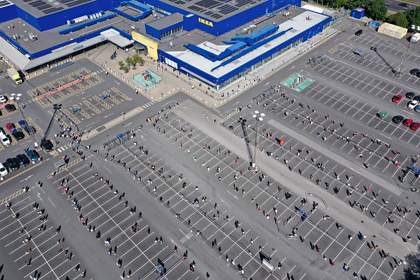 Waiting In Line「Ikea Reopens Stores In England And Northern Ireland As Coronavirus Lockdown Eases」:写真・画像(12)[壁紙.com]