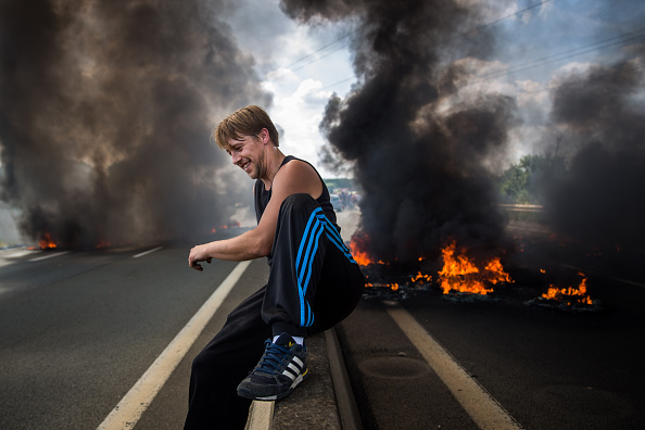 Calais「Striking Ferry Workers Burn Tyres In The Roads Around Calais」:写真・画像(11)[壁紙.com]
