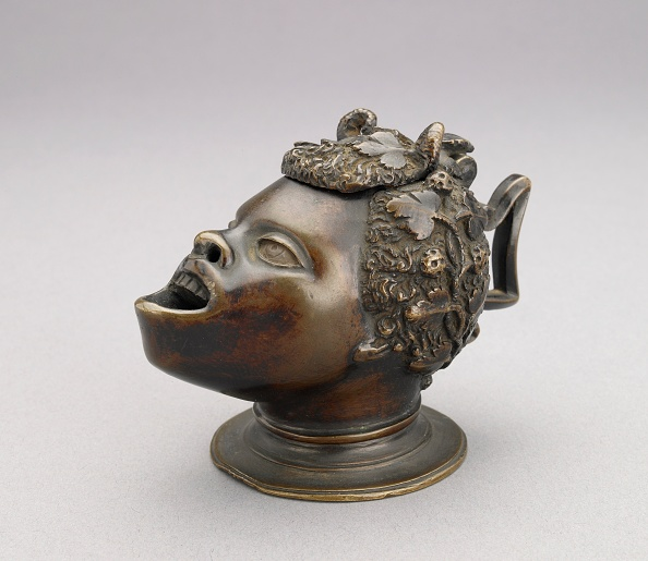 Gray Background「Lamp (Or Inkwell) In The Form Of The Head Of An African Bo」:写真・画像(6)[壁紙.com]