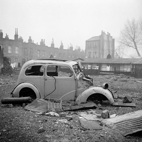 Overcast「Abandoned car, London, 1960-1965. Artist: John Gay」:写真・画像(4)[壁紙.com]