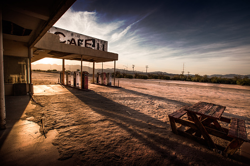 Gas Station「Abandoned Cafe in the Desert」:スマホ壁紙(11)