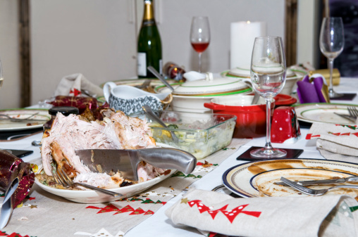 Gravy Boat「Abandoned Christmas dinner table after eating」:スマホ壁紙(17)