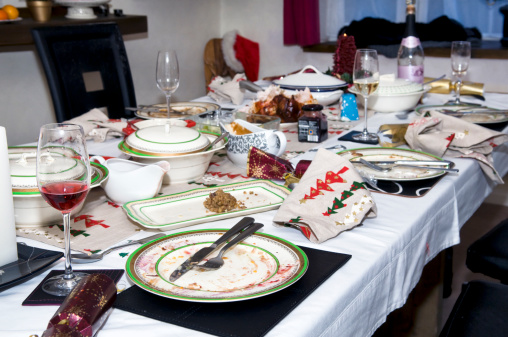 Gravy Boat「Abandoned Christmas dinner table after eating」:スマホ壁紙(18)