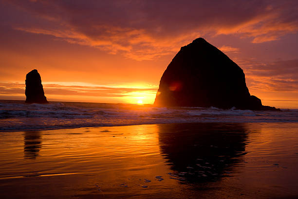 Sunset at Haystack Rock:スマホ壁紙(壁紙.com)