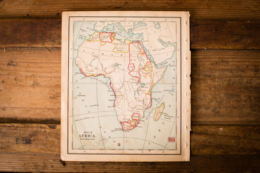 Latitude「Old Color Map of Africa, From 1800's, on Wood Background」:スマホ壁紙(2)