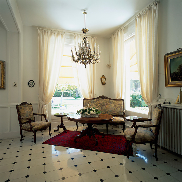 Tiled Floor「View of a living room with tiled flooring」:写真・画像(11)[壁紙.com]