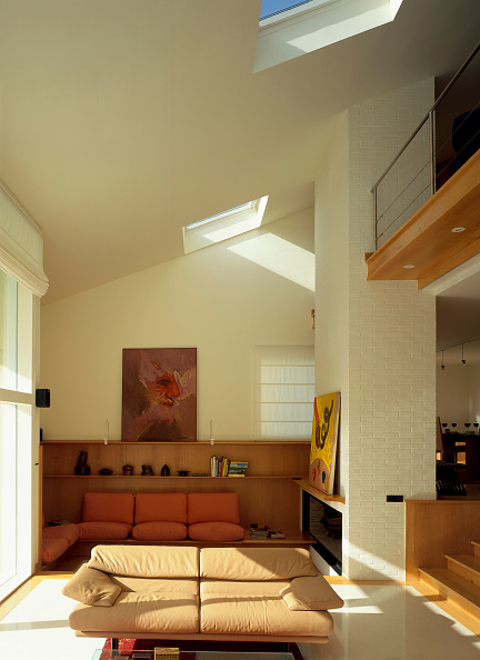 Sofa「View of a living room with a skylight」:写真・画像(18)[壁紙.com]
