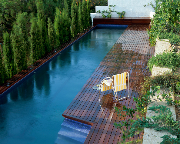 葉・植物「View of a long swimming pool」:写真・画像(15)[壁紙.com]