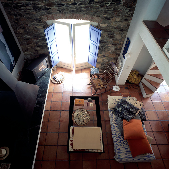 Tiled Floor「View of a living room from top」:写真・画像(10)[壁紙.com]