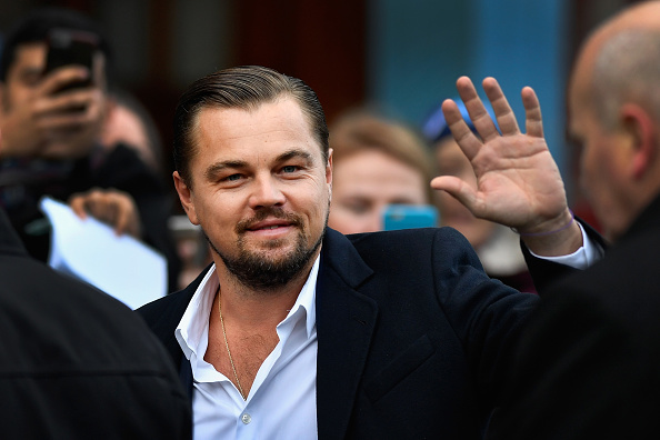 Smiling「Leonardo Di Caprio Has Lunch At The Social Bite Cafe」:写真・画像(2)[壁紙.com]