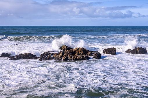 California State Route 1「Ocean Waves Crashing on California Pacific Coast Rocks」:スマホ壁紙(14)