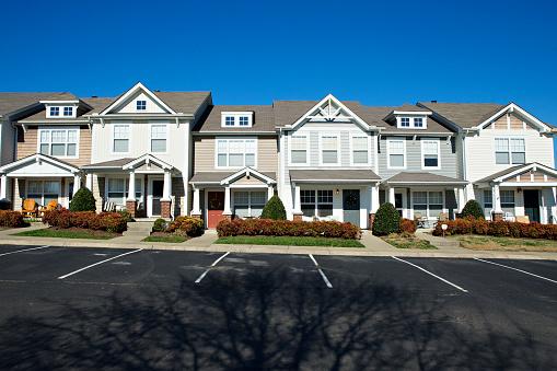 Row House「Row of condominiums in Tennessee near Nashville」:スマホ壁紙(1)