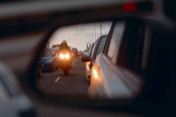 Road Marking「Motorbike reflecting in driver's mirror」:写真・画像(14)[壁紙.com]