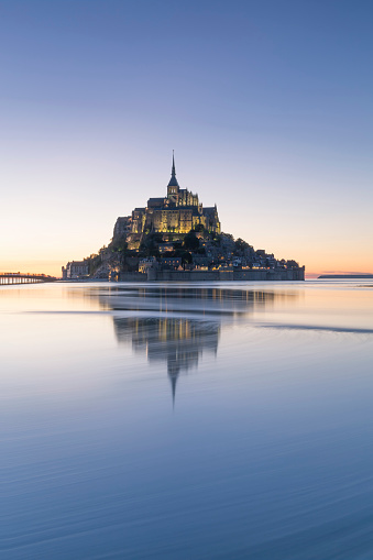 Monastery「France, Normandy, view to lighted Mont Saint-Michel, blue hour」:スマホ壁紙(11)