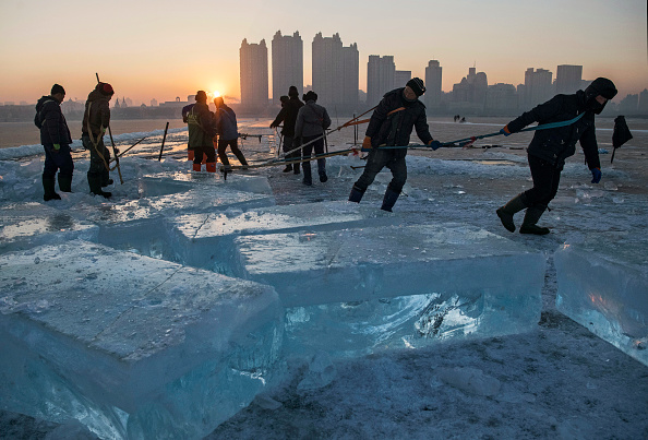 Ice Sculpture「Workers In China Prepare For World's Largest Ice Festival」:写真・画像(9)[壁紙.com]