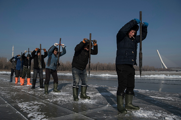 Ice Sculpture「Workers In China Prepare For World's Largest Ice Festival」:写真・画像(12)[壁紙.com]