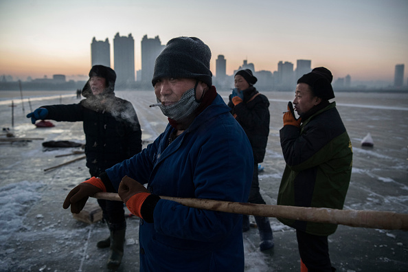 Ice Sculpture「Workers In China Prepare For World's Largest Ice Festival」:写真・画像(19)[壁紙.com]