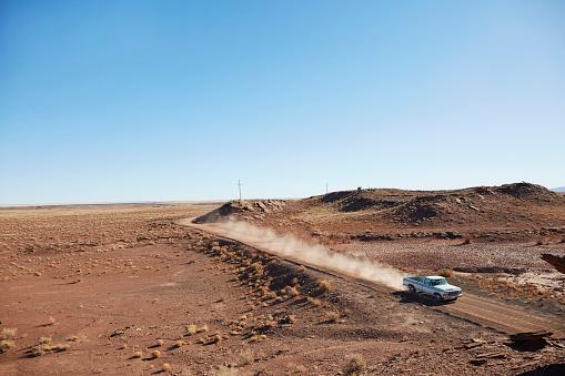 Dirt Road「USA, Arizona, Pick up truck on dusty road」:スマホ壁紙(0)