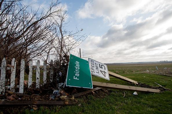 Sweeping「Tornado Slams Into Small Northern Illinois Town」:写真・画像(17)[壁紙.com]