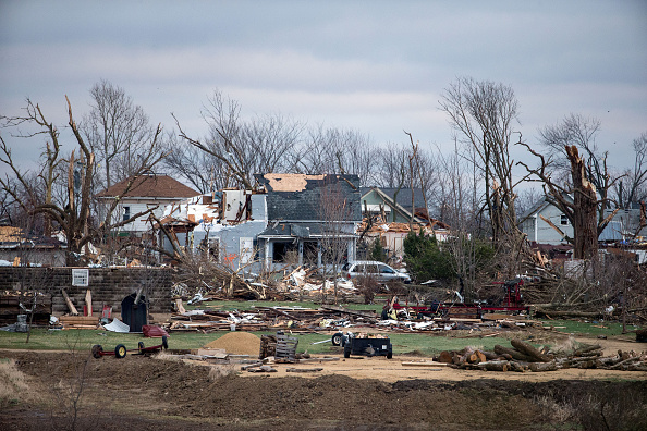Sweeping「Tornado Slams Into Small Northern Illinois Town」:写真・画像(19)[壁紙.com]