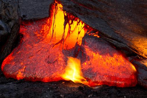 Volcanic Landscape「Lava Emerging」:スマホ壁紙(14)
