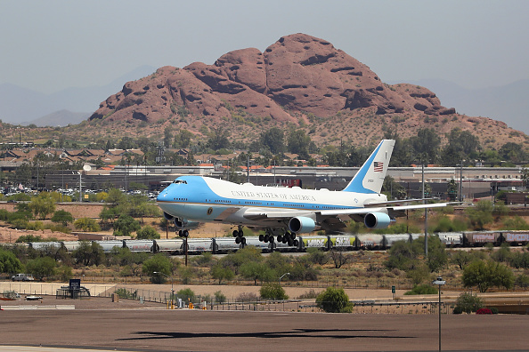 Arizona「President Trump Departs White House For Visit To Honeywell Facility In Arizona」:写真・画像(4)[壁紙.com]