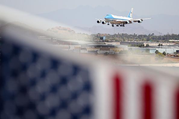 Arizona「President Trump Departs White House For Visit To Honeywell Facility In Arizona」:写真・画像(7)[壁紙.com]