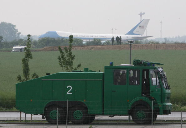 Landing - Touching Down「G8 Opponents Continue Protests」:写真・画像(10)[壁紙.com]