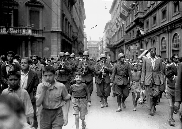 Musical instrument「Italian soldiers in Via del Tritone the day of Liberation of Rome, Rome 1944」:写真・画像(18)[壁紙.com]